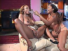 Those stunning black babes Sinnamon and Kitten are true pros when it comes down to lesbian fucking